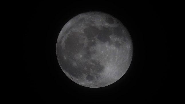Kuu 2. jaanuaril 2018. Pildistatud Tartus.