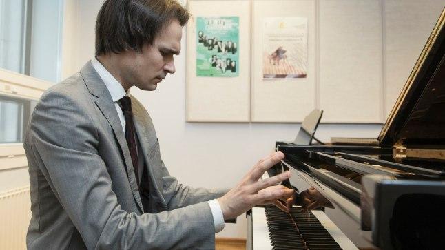 Klaverikunstnik Mihkel Poll leiab, et loominguline töö pole töö, vaid elu osa, isegi elustiil.