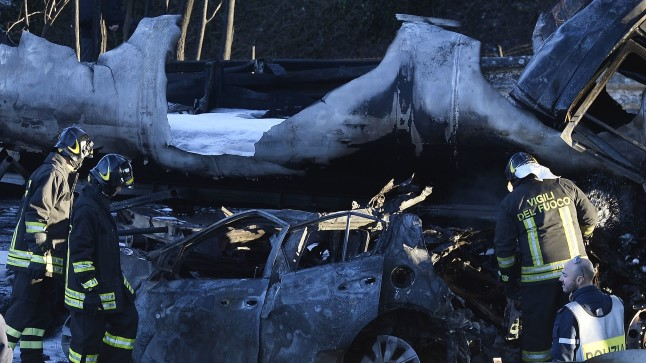 Põhja-Itaalias hukkus kahe veoki vahele jäänud sõiduautos viieliikmeline perekond.