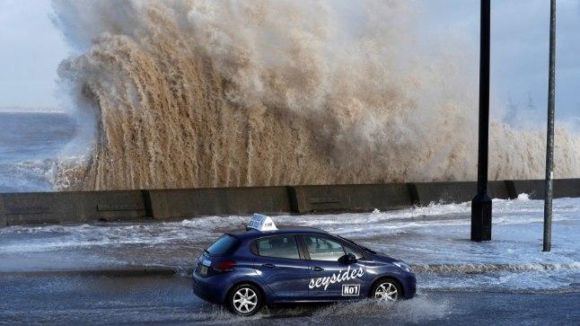 Inglismaad ja Prantsusmaad tabas võimas torm Eleanor