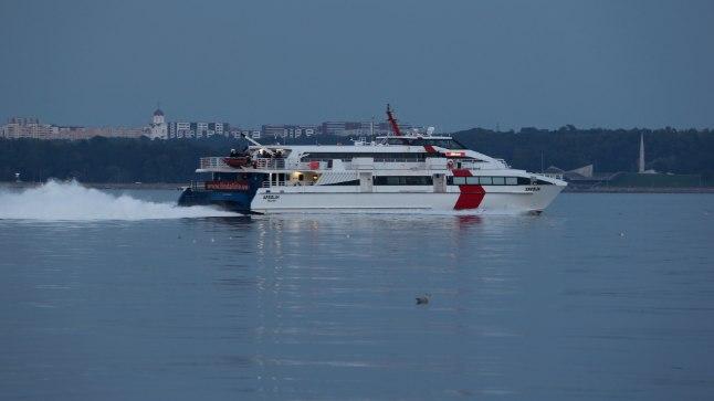 Kiirlaev Karolin saabumas Tallinna sadamasse