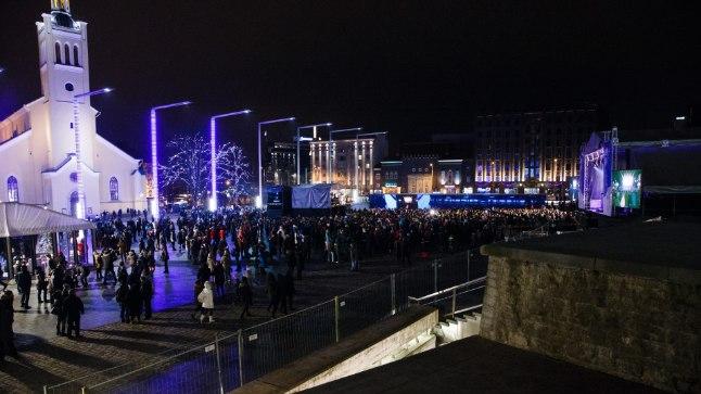 Aastavahetusel Vabaduse väljakule kogunenud rahvas oleks tahtnud laulda Eesti hümni, aga seda võimalust neil ei tekkinud.