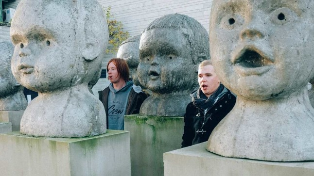 VIGURIVÄNDAD: Vokalist Rainer Ild (vasakul) ja trummar Sven Seinpere (paremal) armastavad huumorit, mis väljendub nii nende intervjuudes kui ka muusikavideotes.