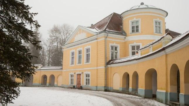 ILMARÄNDURITE MÕIS: Kiltsi mõis kuulus meresõitjale Adam Johann von Krusensternile, samas majas asuvas kooli õpivad nüüd teistsugused maailmarändurid.