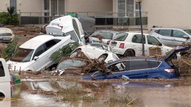 Tulvavesi viis endaga kaasa autosid.