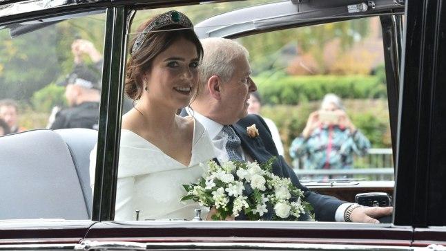 Printsess Eugenie koos oma isaga, Elizabeth II keskmise poja prints Andrew'ga kirikusse saabumas.