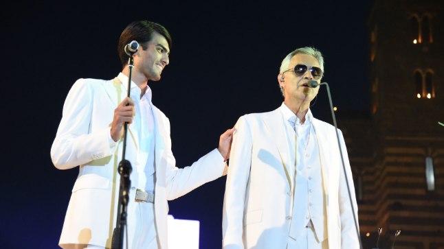 Andrea Bocelli laulab koos pojaga duetti