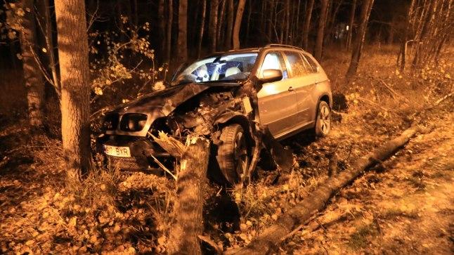 <font color=&quot;#d30008&quot;>FOTOD | </font>Tallinnas sõitis BMW koledal kombel teelt välja