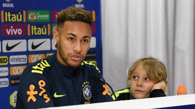 NUNNUD FOTOD | Neymar võttis pressikonverentsile kaasa 7aastase poja