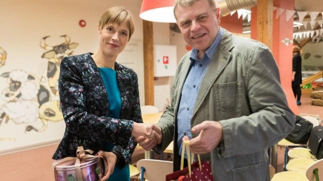 President Kersti Kaljulaid ja rahvakirjanik Andrus Kivirähk