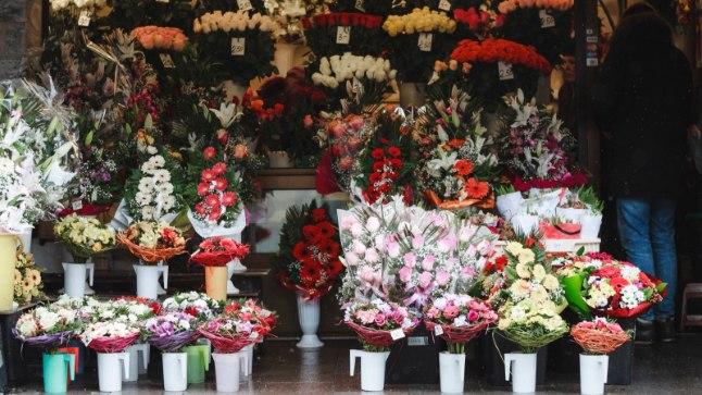 Lillemüük naistepäeval Viru tänaval.