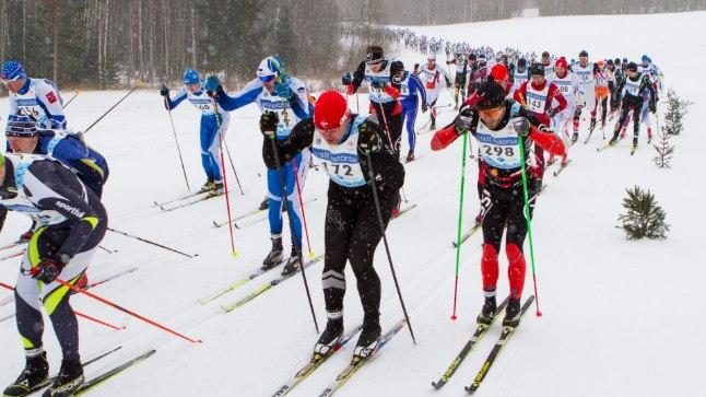 Iga-aastane Tartu maratoni start annab kinnitust, et eestlasele meeldib vabas õhus liikuda. Mullune Tartu maraton sõideti erandkorras Tehvandil kuuekilomeetrisel ringil.