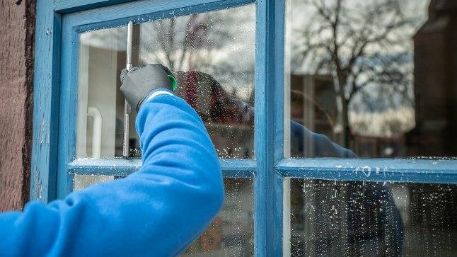 Ära kasuta akende puhastuseks keemiat!
