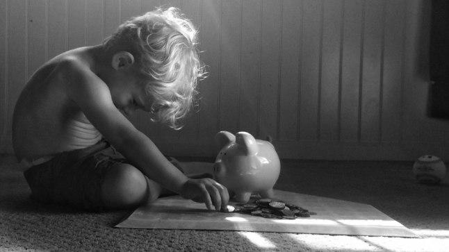 RAHA: Pedofiil pakkus lapsele peenisekatsumise eest raha. Pilt on illustratiivne