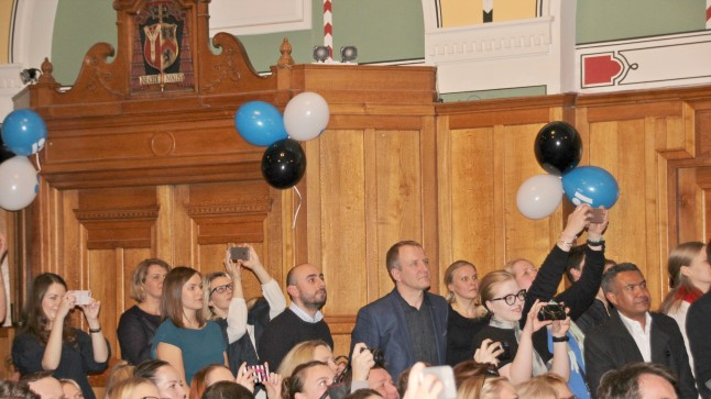 SAALITÄIS RAHVAST: Londonisse Westminster Cathedral Hall´i oli tulnud Eesti Vabariigi 100 aasta juubelit tähistama kolmesaja inimese ringis.