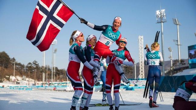 SUUSAKUNINGANNA: Marit Björgen (kõige kõrgemal) on talimängudel võitnud kaheksa kuldmedalit. Tegemist on olümpiarekordiga, mida ta jagab koos kaasmaalaste Ole Einar Björndaleni ja Björn Dähliga.