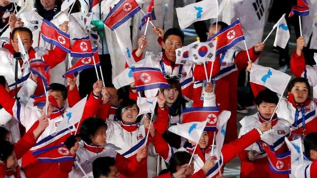Põhja- ja Lõuna-Korea sportlased Pyeongchangi mängude lõputseremoonial.