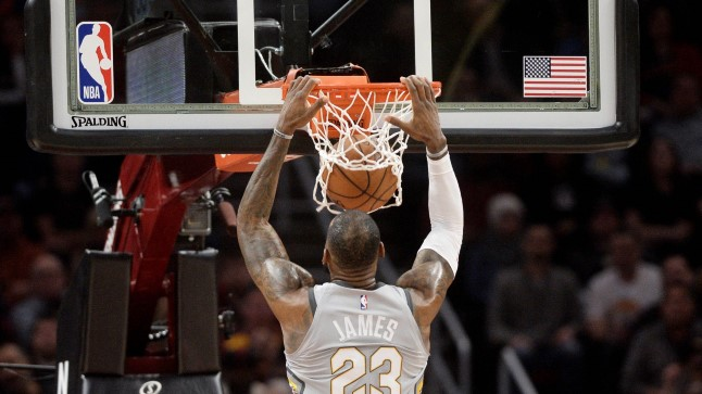 LeBron James pealt panemas.