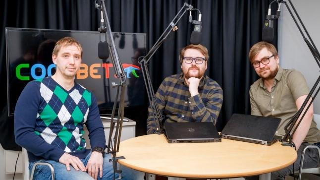 Martin Kaalma (vasakul) külastas Õhtulehe jalgpallisaadet.