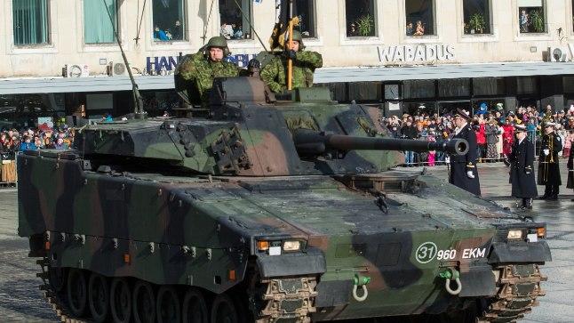 Paraadil on väljas ka kaitseväe jalaväe lahingumasinad CV9035EE.