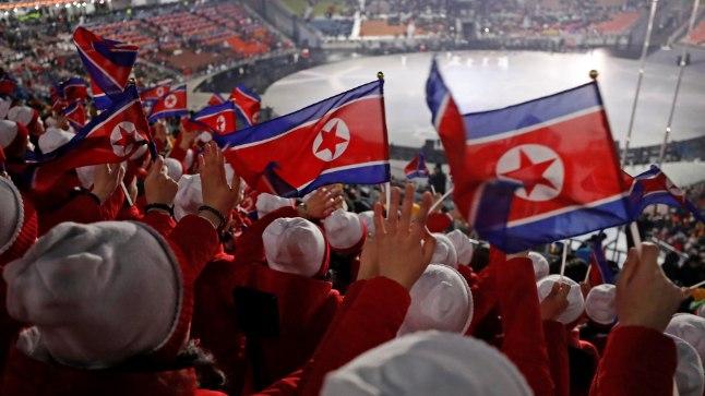 Põhja-Korea ergutustüdrukud OMi avatseremoonial.