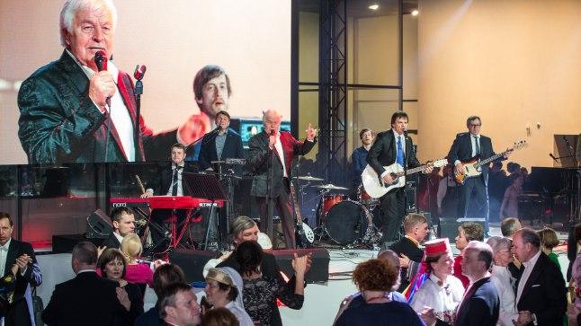 Armastatud laulja Ivo Linna esinemas Eesti Rahva Muuseumis toimunud presidendi vastuvõtul.