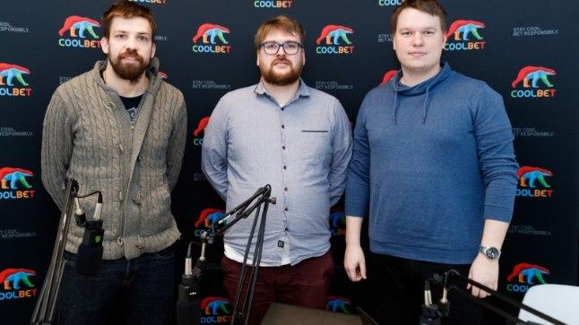 """Pelle Pohlak (vasakul) """"Kolmanda poolaja"""" stuudios."""