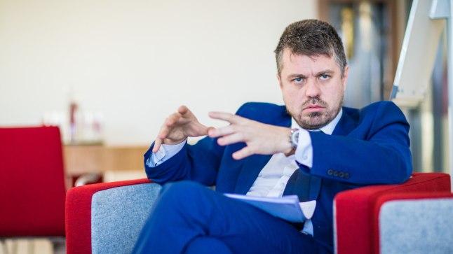 VÕIMETEKOHASELT: Justiitsminister Urmas Reinsalu on seisukohal, et mitte kelleltki ei saa nõuda elatiseks enamat, kui ta on suuteline maksma. Just sel põhjusel plaanitakse praegu kehtivat miinimumi vähendada.