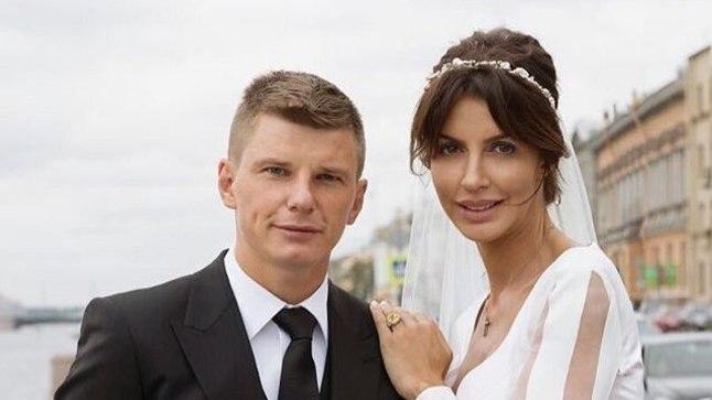 Jalgpallur Andrei Aršavin koos abikaasa Alissaga.