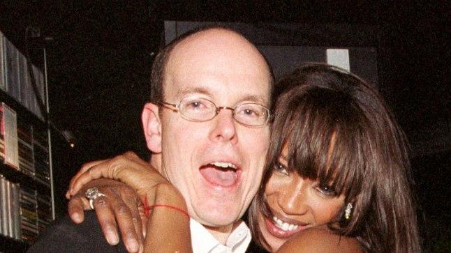 Albert 2002. aastal supermodell Naomi Campbelli seltsi nautimas.