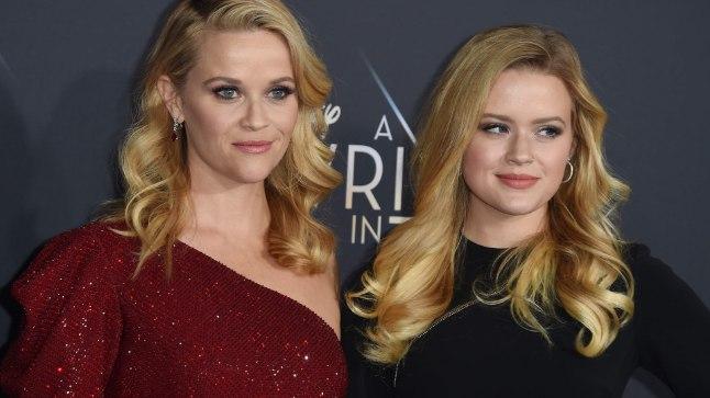 """Reese (vasakul) koos tütrega filmi """"A Wrinkle in Time"""" esilinastusel."""