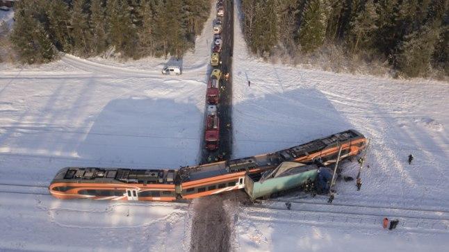 SUUR PAUK: Elron saadab Kulnas toimunud õnnetuses kannatada saanud rongi välismaale remonti.