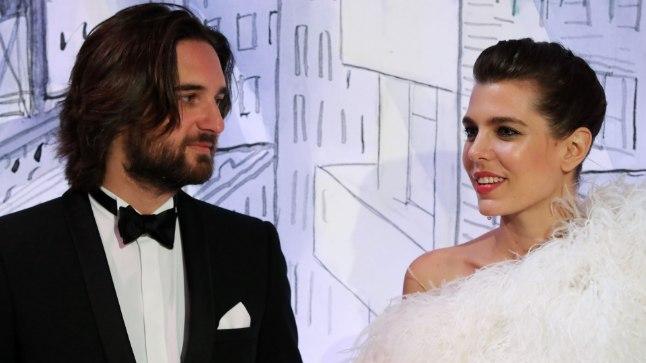 Charlotte Casiraghi ja tema peigmees Dimitri Rassam Monaco heategevuslikul roosiballil.