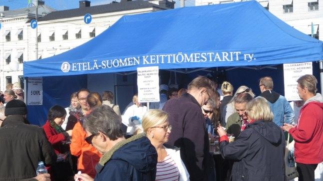 Soomlased Helsingis nädalalõppu veetmas.