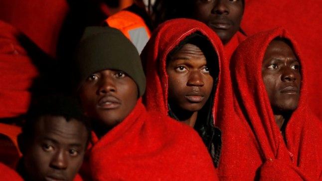 Migrandid astuvad laevalt maha Itaalias Palermo sadamas.