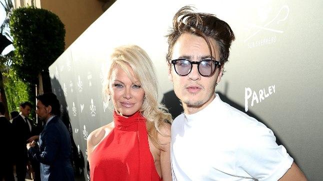 Pamela Anderson ja poeg Brandon
