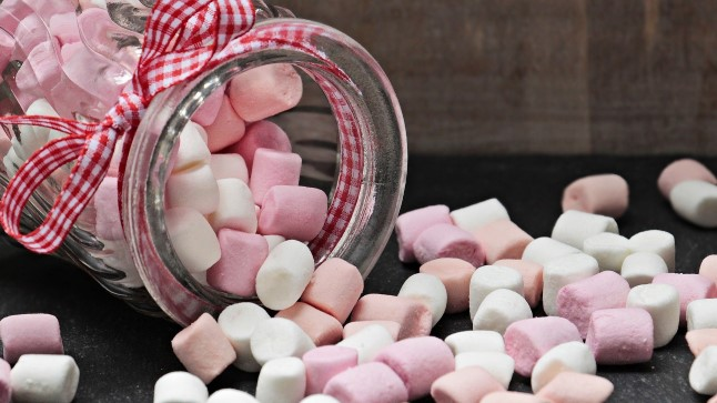 """VASTUOLU: Suund tervislikkusele tingib ühtlasi surve vähendada toodetesse lisatavat suhkrut. Eestis on sellega tegeldud juba kolm kuni viis aastat, aga """"vähem suhkrut"""" on lubatud pakendile kirjutada vaid juhul, kui lisatud suhkru kogust on vähendatud vähemalt 30%."""