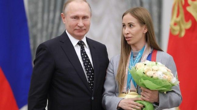 Mihalina Lõsova (paremal) ja Vladimir Putin.