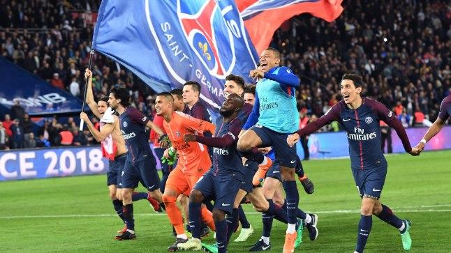 PSG mängijad pärast võimsat triumfi.