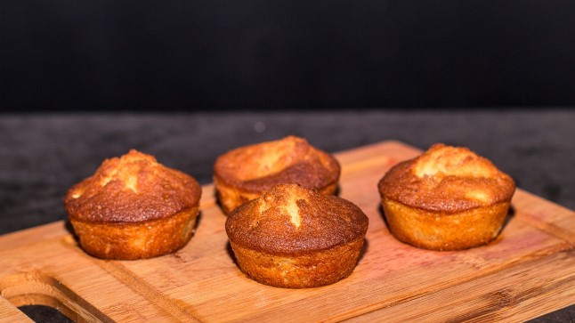 SELVERIGA KÖÖGIS | Pirnimuffinid kreeka pähklitega