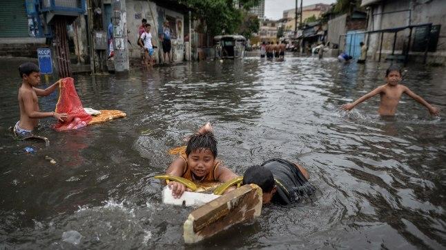 Üleujutus Filipiinide pealinnas Manilas 2014. aasta juulis. Ajutiselt tuli evakueerida 370 000 inimest, hukkus 12. Manila on Filipiinidel suuruselt teine linn, kus elab üle 10 miljoni inimese.