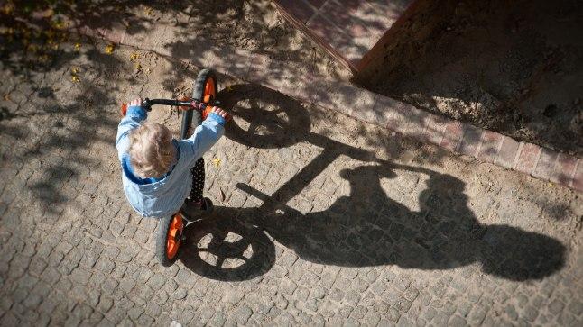 Laps jalgrattaga