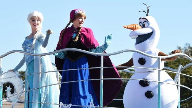 """Frozeni"" tegelased Tokyo Disneylandis."
