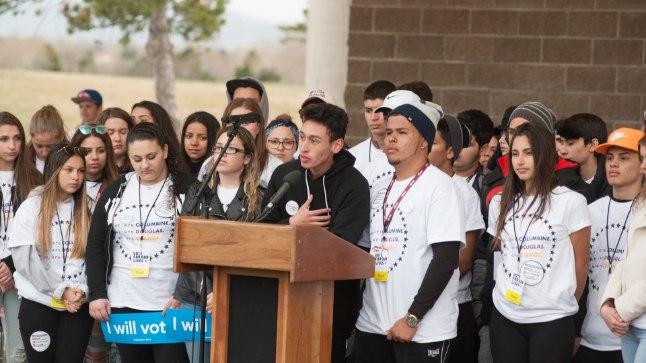 Kurikuulsa koolitulistamise aastapäeval toimus järjekordne tulistamine, USA õpilased protestivad