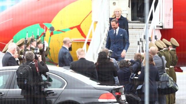 <font color=&quot;#d30008&quot;>GALERII  </font> Norra kroonprints Haakon ja -printsess Mette-Marit saabusid Tallinna