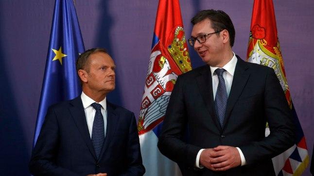 Дональд Туск (слева) и Александр Вучич (справа)