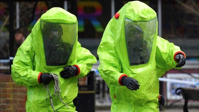 Inglise päästetöötajad tegutsemas Salisburys kohas, kust leiti mürgitatuna Sergei Skripal ja tema tütar.