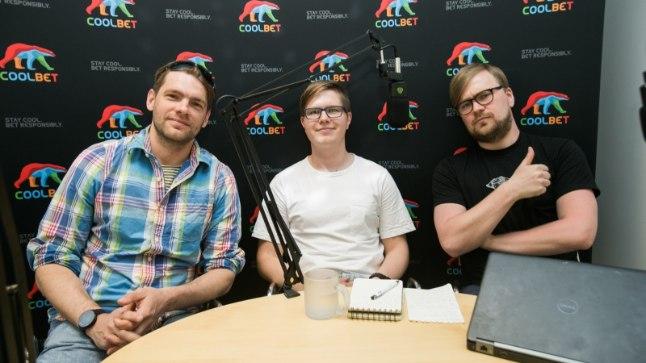 """Jarmo Ahjupera (vasakul), Mart Treial ja Kaarel Täll """"Kolmanda poolaja"""" stuudios."""