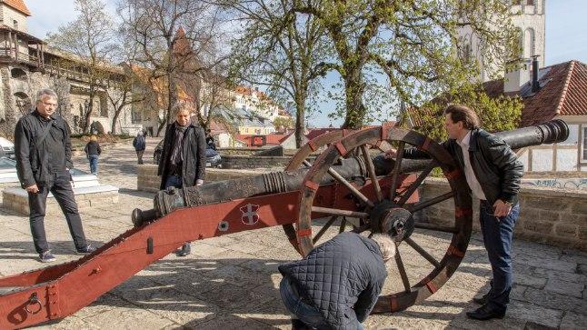 Taani kuninga aeda Neitsitorni ette paigaldati suurtükk Punane Lõvi.