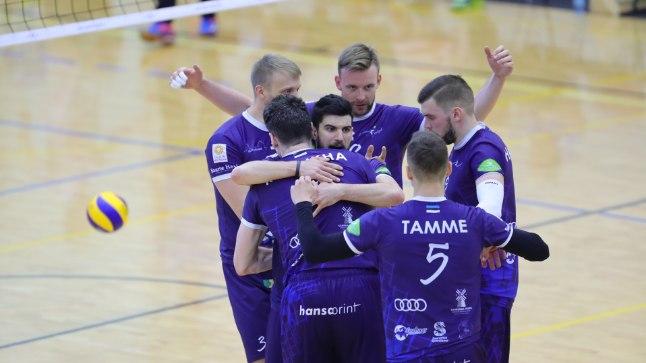 Saaremaa võrkpalliklubi krooniti Eesti meistriks, hõbemedalid rändavad Tartusse.